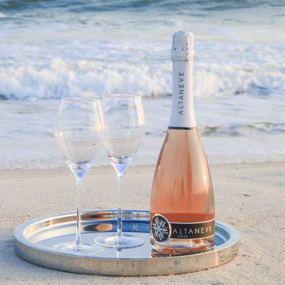 Altaneve Rosé Bottle at beach with waves